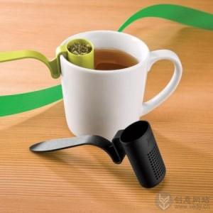 夹在杯边泡茶用的小勺子