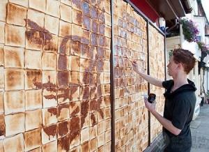 用土司片作画的创意涂鸦墙面
