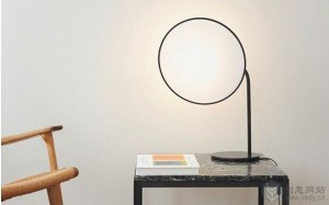 柔和补光效果的创意台灯