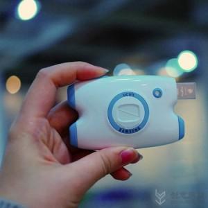 集合USB接口的卡片数码相机