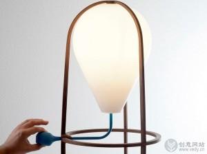 通过吹气点亮的创意台灯