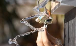 反重力创意的向上流的水流