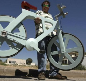 旧物回收利用制造的环保纸板自行车