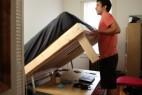 多用折叠床与办公桌的创意家具