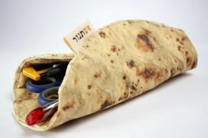 煎饼果子样式的创意笔袋设计