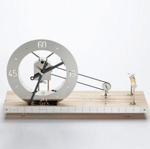 手摇纺车造型的创意时钟设计