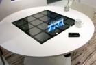 太阳能供电的无线充电桌