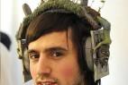 《战栗》MV中的经典元素的创意耳机设计