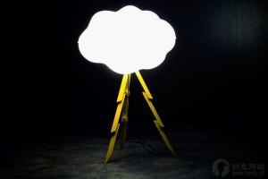闪电造型的创意落地灯