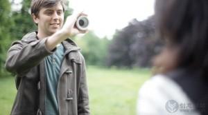 眨眼睛控制拍摄的概念相机设计