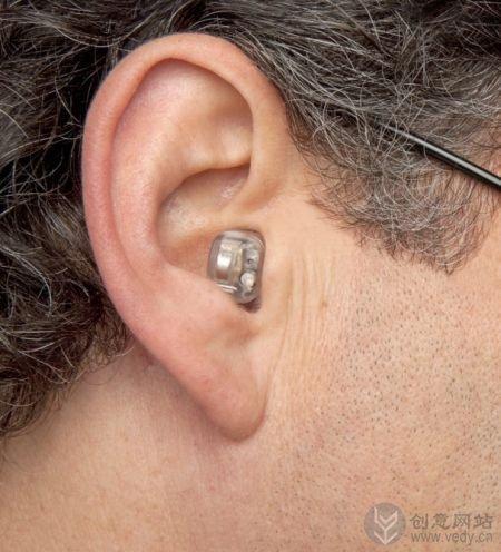 可以自动降噪音和带助听器功能的耳塞