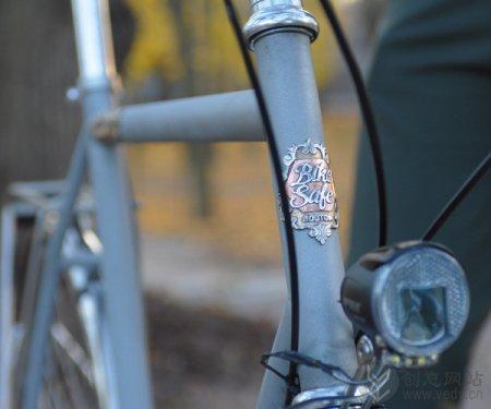 夜间行车安全创意的荧光自行车