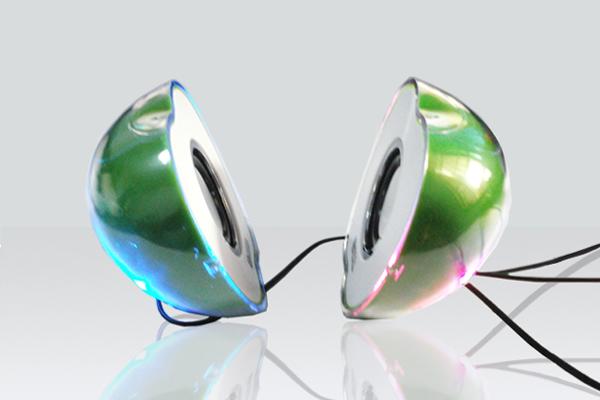 苹果形状的七彩创意音箱