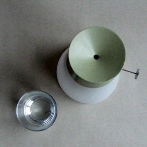 节能环保创意的水能电灯