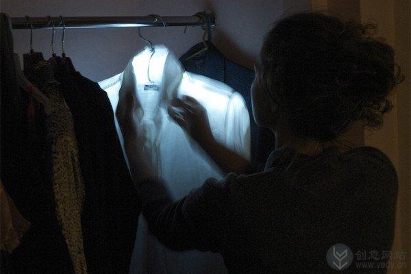可以发光发热的创意衣架