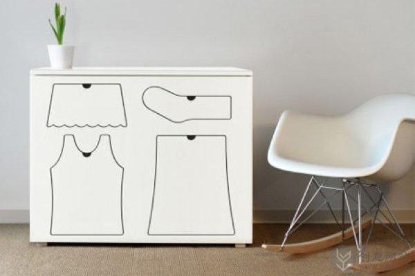 分类衣物的儿童创意衣柜